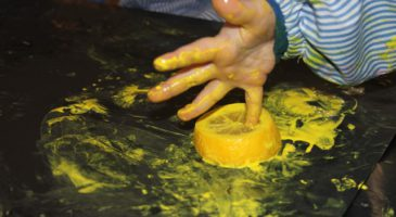 Conills tasted lemons and painted with them!